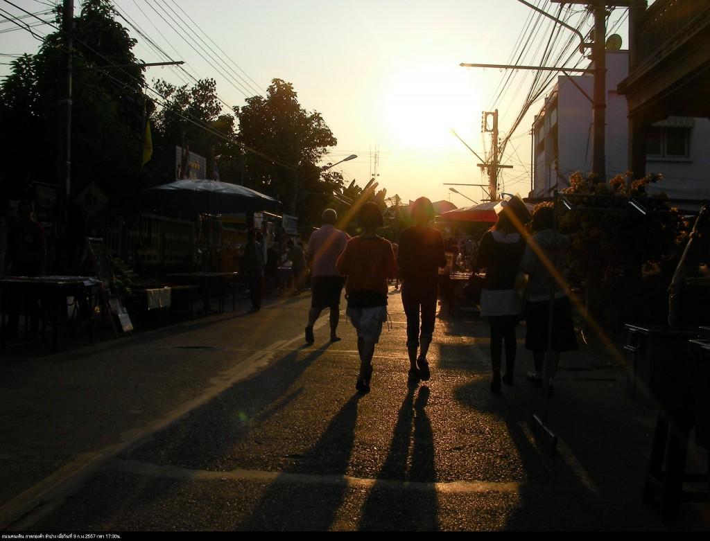 ภาพย้อนแสง 17:30น. ที่กาดกองต้า ลำปาง